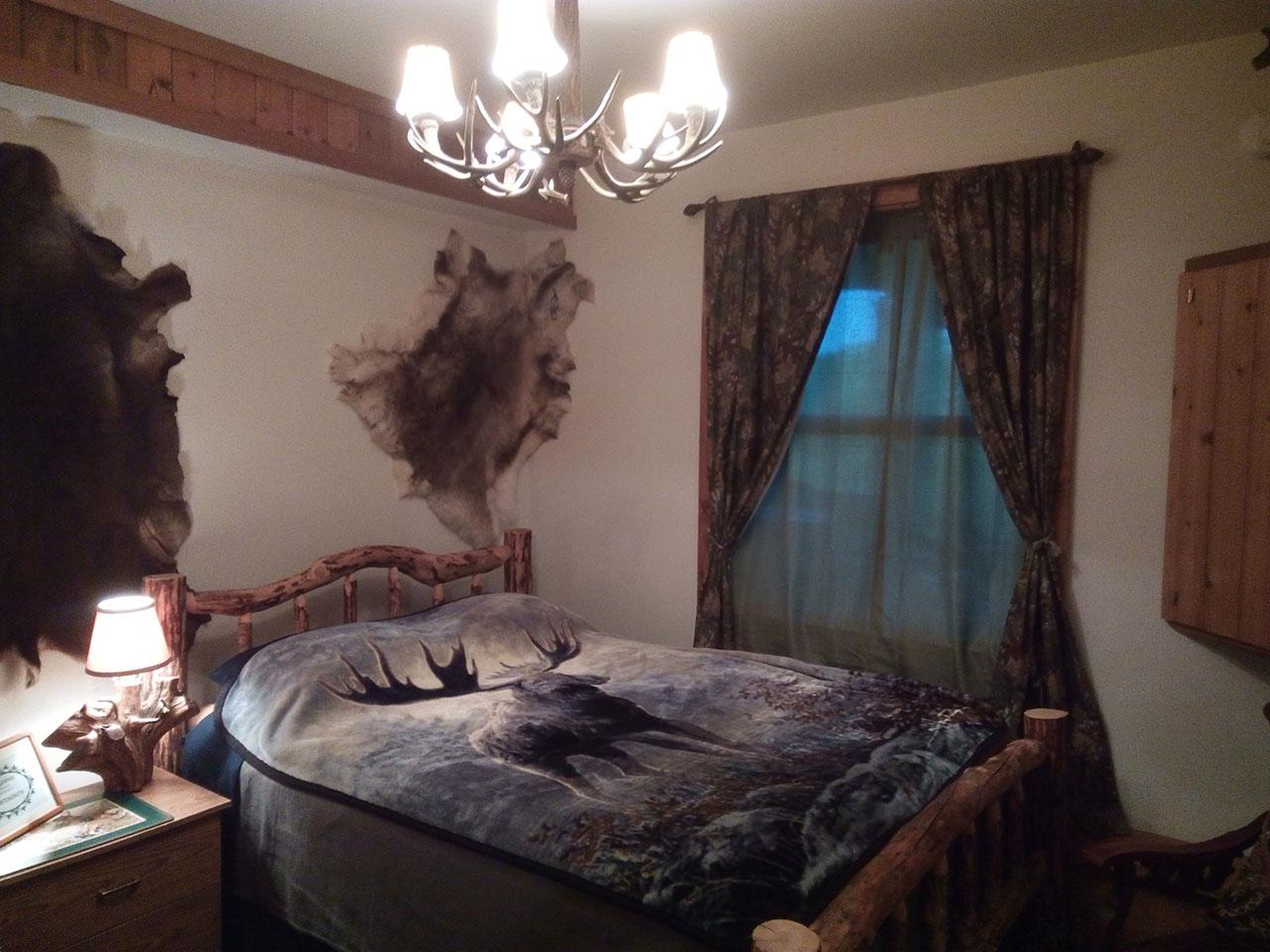 Hunter's Cove Room - bed, chandelier, window.